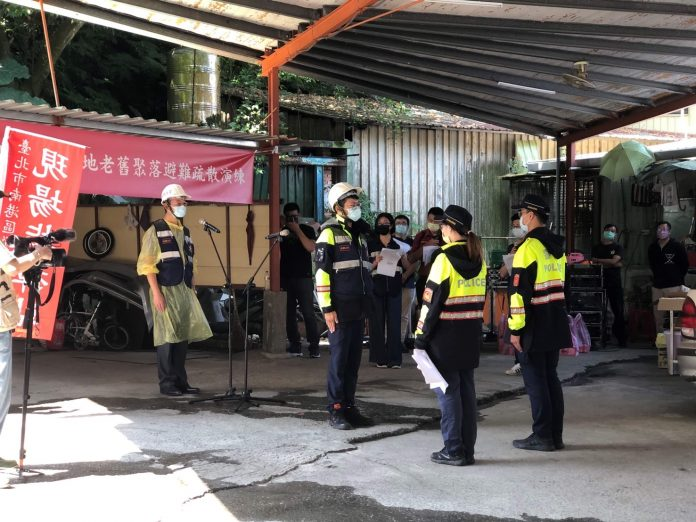 圖片說明: 南港分局針對本次演習全體動員警力參與,現場交通管制、避難及人員疏導、勸離等工作。(記者林艾錡翻攝)