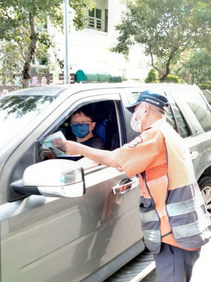 圖片說明:林口警分局近期強化5大違規項目加強執法,呼籲駕駛人禮讓行人,行人也須守法,共同維護交通安全。(記者葉鈞宇翻攝)