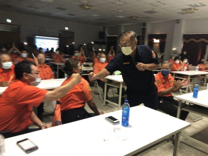 圖片說明:新北巿警局長黃宗仁到場勉勵及感謝所有義交人員。(記者宋紹誠翻攝)